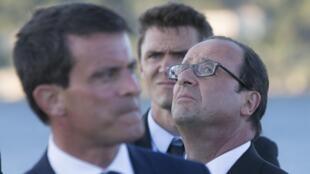El primer ministro Manuel Valls y el presidente  François Hollande, en ocasión de la conmemoración del desembarco aliado en el sur de Francia durante la Segunda Guerra Mundial, 15 de agosto de 2014.
