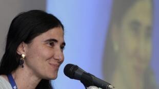 Blogger Yoani Sanchez phát biểu trong hội nghị Hiệp hội Báo chí Liên châu Mỹ (IAPA) - REUTERS /Imelda Medina