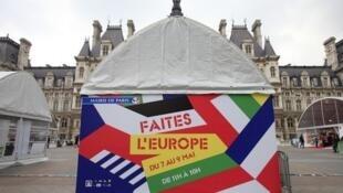 El día de Europa se celebra desde 2007 en la plaza de la Alcaldía de París con la instalación de una feria que dura tres días.