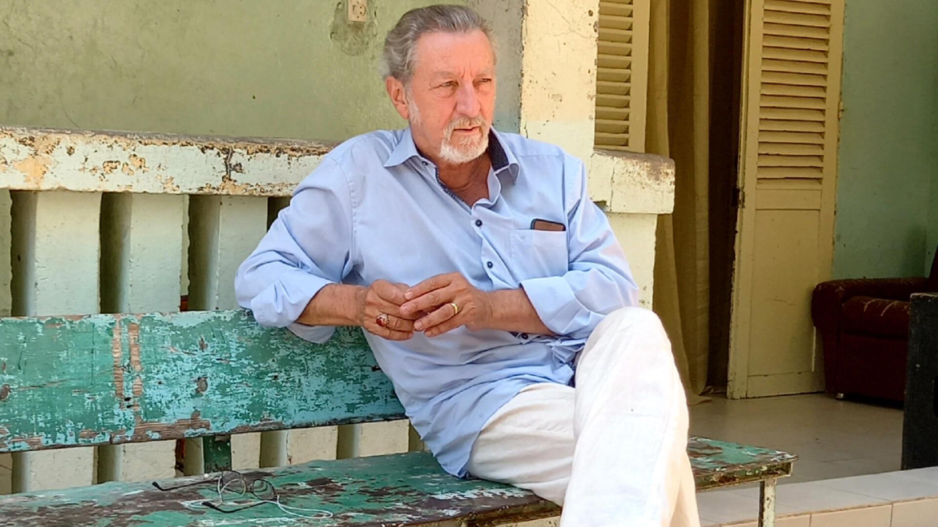 Robert Guédiguian. Photo prise sur le tournage à Thiès.