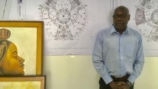 Le directeur général du Musée des civilisations noires Hamady Bocoum dans son bureau à Dakar.