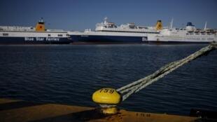 Aucun ferry au départ du Pirée n'a quitté les quais mardi matin.