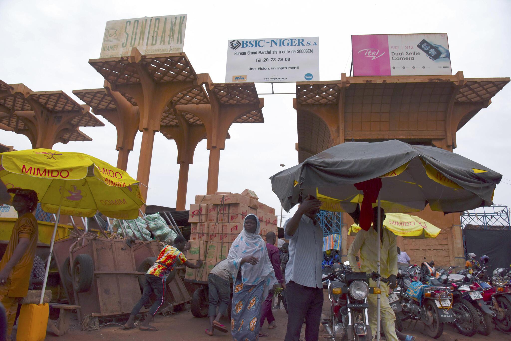 Le marché de Niamey. La capitale nigérienne accueille ce 7 juillet 2019 le Xe sommet extraordinaire de l'UA pour marquer la naissance de la zone de libre-échange continental africaine.