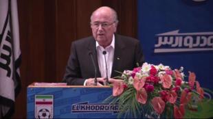 Captura vídeo de conferência com o presidente da Fifa, Joseph Blatter, em Teerã.