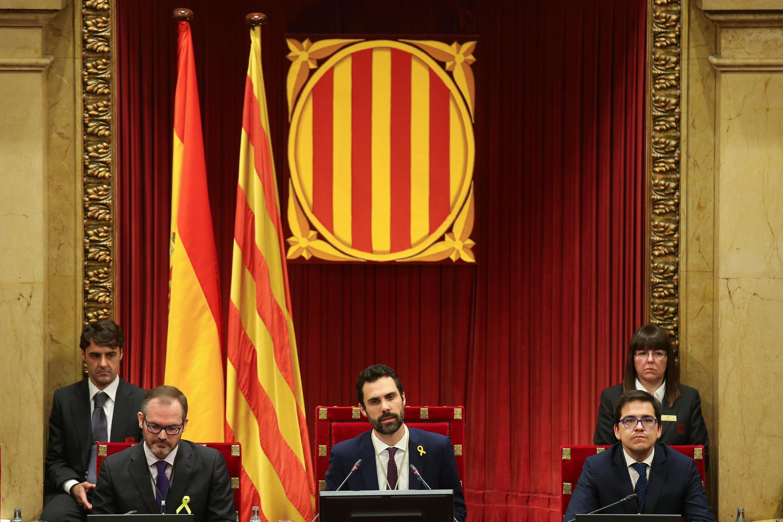 El republicano Roger Torrent, presidente del Parlament, habla durante la sesión constitutiva de la cámara en Barcelona, el 17 de enero de 2018.