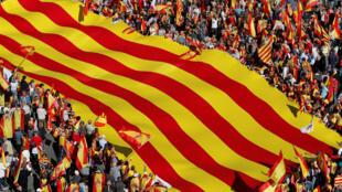 Manifestação em Barcelona contra a independência da Catalunha.
