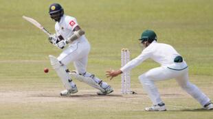 Sri Lanka's Angelo Mathews (L) playing against South Africa's Aiden Markram on Saturday