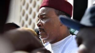 Mahamadou Issoufou (picha) atakutana na mtu na mwenyeji wake wa Ufaransa Emmanuel Macron, vyanzo vilivyo karibu na ofisi ya rais wa Niger vimesema