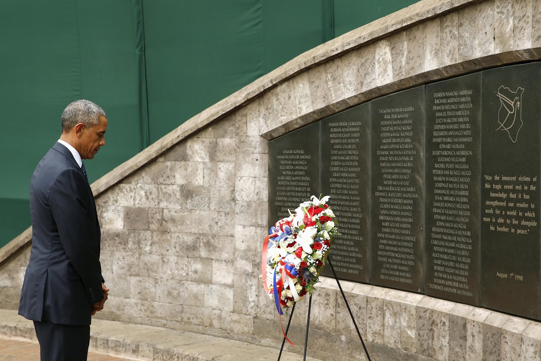 Le président américain s'est recueilli devant le Mémorial des victimes de l'attentat de 1998 revendiqué par al-Qaïda, contre l'ambassade américaine de Nairobi.