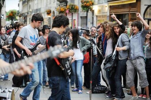 La Fête de la musique est l'occasion pour les groupes amateurs de jouer devant un public. Ici, à Nantes, le 21 juin 2011.