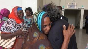 乍得獨裁政權受害者在哈布雷遭判終身監禁後,喜極而泣。