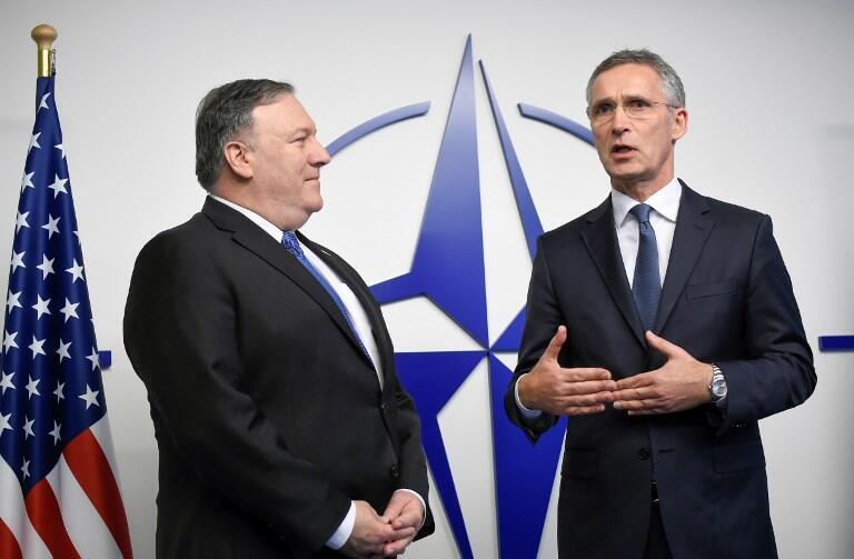 Госсекретарь США Майк Помпео (слева) и генеральный секретарь НАТО Йенс Столтенберг в Брюсселе 4 декабря 2018 г.
