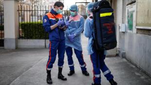 2020-04-05T182115Z_21686999_RC2IYF94VIL5_RTRMADP_3_HEALTH-CORONAVIRUS-FRANCE-CIVIL-PROTECTION