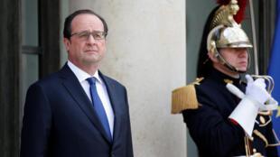 Dans un sondage Elabe diffusé jeudi 5 mai 2016, François Hollande enregistre le plus bas niveau de confiance (16%) depuis son élection en mai 2012.