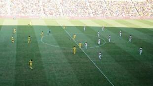 O Nantes (esquerda) perdeu por 1-3 frente ao Mónaco (direita) na jornada inaugural do campeonato francês.