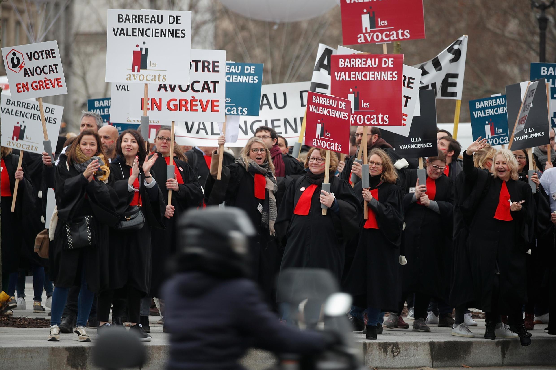 Advogados foram às ruas em protesto contra a reforma da Previdência no mesmo dia em que o texto começou a ser analisado pela Comissão especial da Assembleia.
