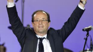 François Hollande en la plaza de la Bastilla, este 7 de mayo de 2012 en la madrugada.