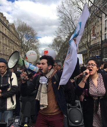 Miles de estudiantes manifestaron en Paris el 10 de abril contra la reforma del acceso a la educación pública superior y la represión de la policía antimotines a los bloqueos de las universidades.