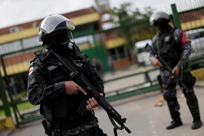 Maafisa wa jeshi la polisi mbele ya gereza la Manaus, Brazil (Picha ya kumbukumbu).