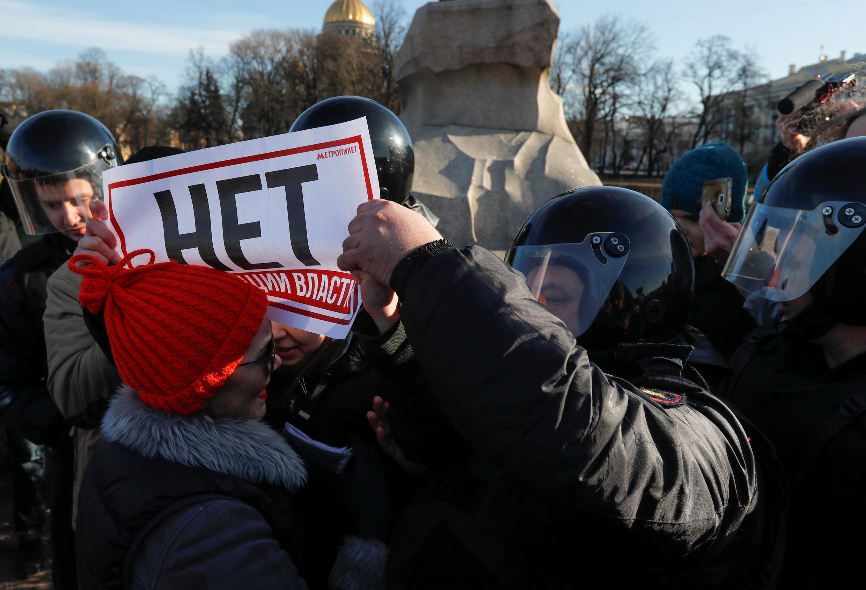 В Санкт-Петербурге задержали более 20 человек на акциях против поправок в Конституцию, 15 марта 2020.