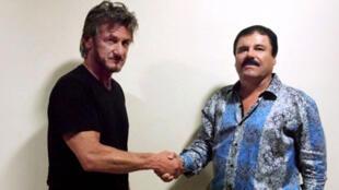 """O ator americano Sean Penn e o barão da droga """"El Chapo"""", durante encontro em local secreto no México, em outubro de 2015.."""