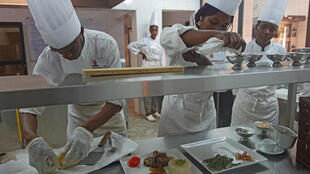 Pour sa première année, l'école hôtelière Chiaka Sidibé accueille quarante étudiants. Son objectif est de former 350 commis de cuisine et de salle par an.
