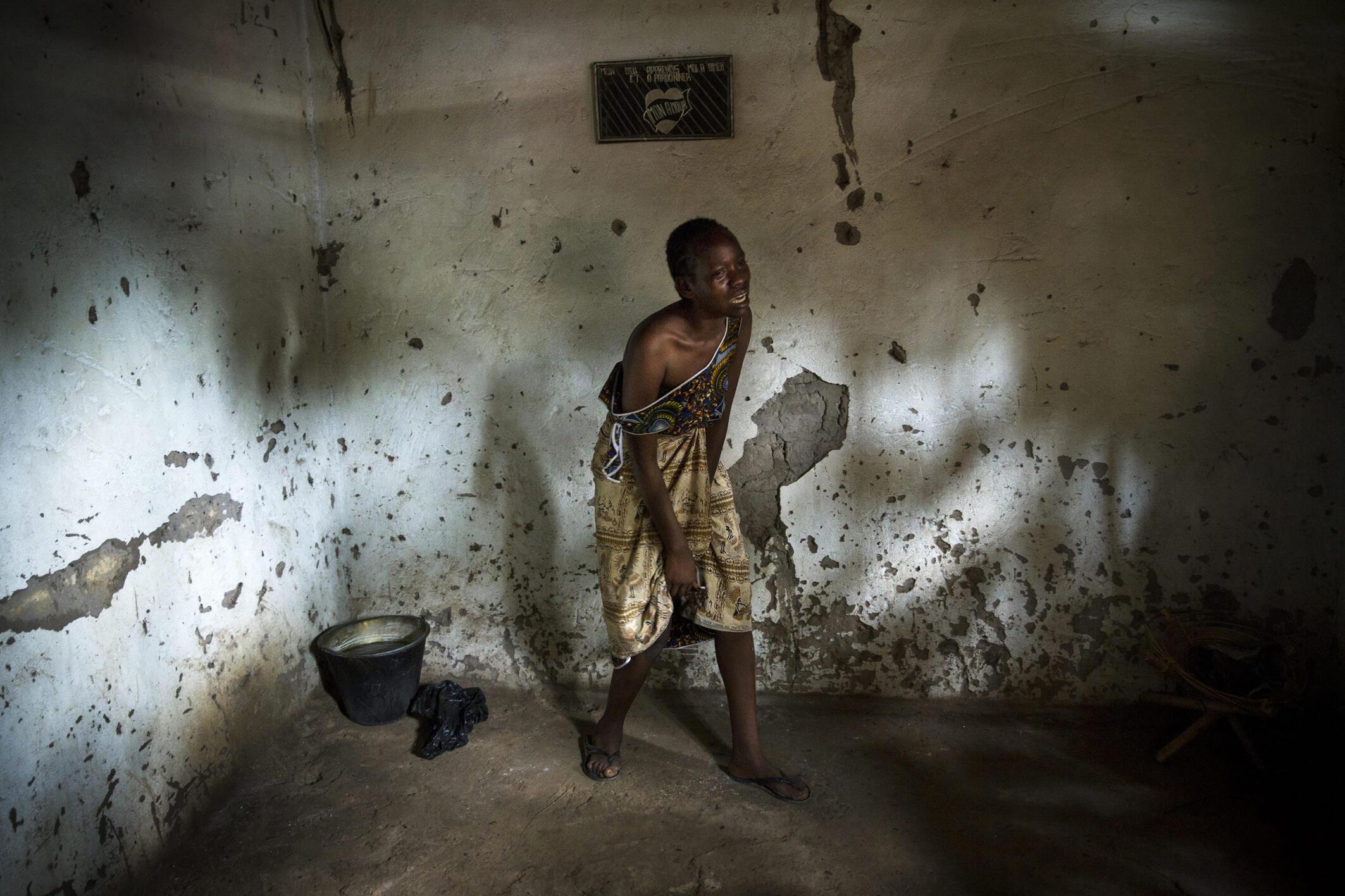 Le Visa d'Or humanitaire du CICR s'adresse à des photojournalistes professionnels et est destiné à illustrer l'obligation de respecter la mission médicale dans les situations de conflit ou de violence armés.