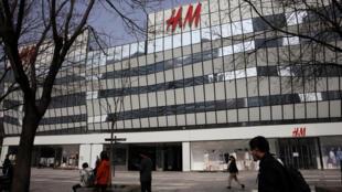 Un magasin du géant suédois du prêt-à-porter H&M à Pékin, le 25 mars 2021.