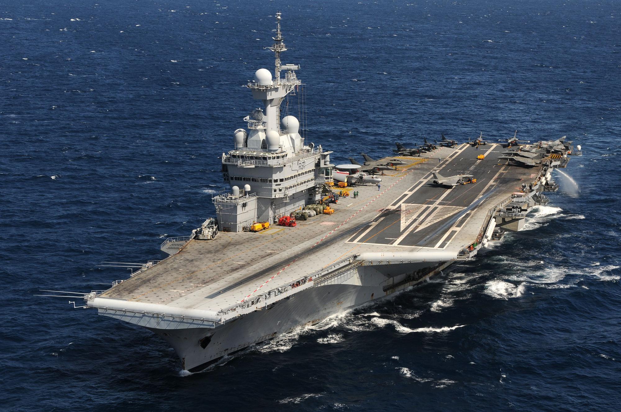 Hàng không mẫu hạm Pháp Charles de Gaulle.