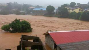 塞拉利昂首都南部遇洪水泥石流 已经导致约300人死亡 (2017年8月14日)