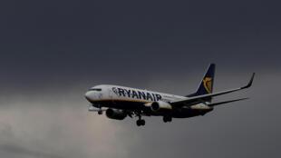 Avião passou de 10.300 metros a 3.000 metros de altitude em sete minutos