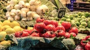 Estudo mostra níveis de resíduos de pesticidas em frutas e legumes.