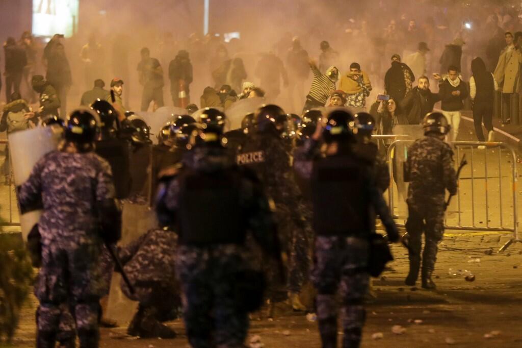 Cảnh sát chống bạo động Liban đụng độ với người biểu tình tại thủ đô Beyrouth, ngày 14/12/2019.