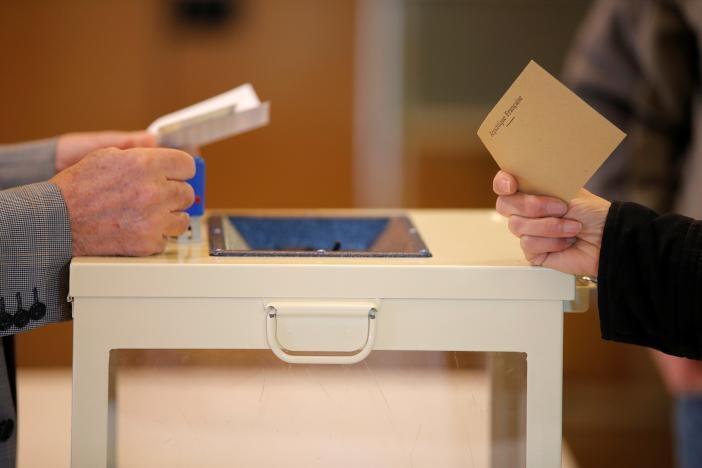 Избирательные участки открылись в 8 утра по парижскому времени
