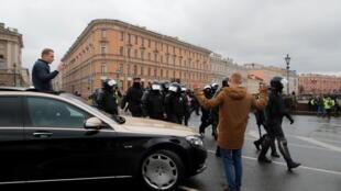 2021-04-21T194737Z_746608363_RC2J0N9GF73M_RTRMADP_3_RUSSIA-POLITICS-NAVALNY-PROTESTS