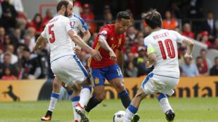 Trận đấu giữa đội tuyển Tây Ban Nha (áo đỏ) và đội CH Sec (áo trắng) tại Toulouse, ngày 13/06/2016