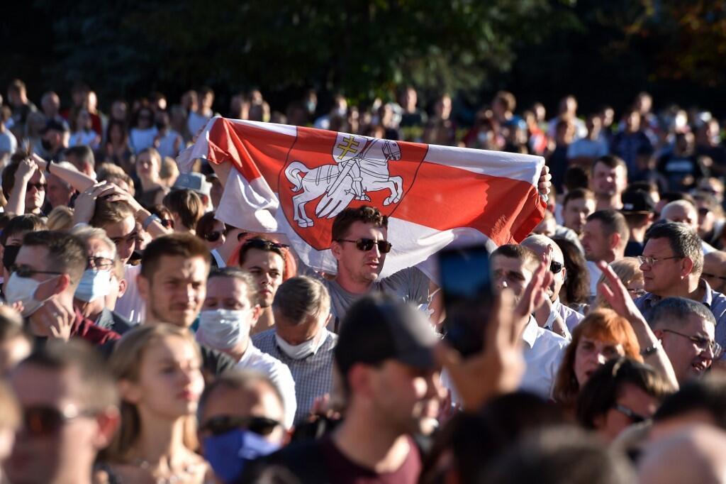 6 августа в Киевском сквере Минска официальное мероприятие больше напоминало оппозиционную акцию протеста.