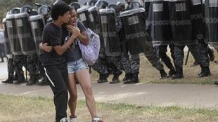 Les affrontements entre forces de l'ordre et manifestants sont devenus récurrents. Ici le 7 septembre 2013 à Brasilia, aux abords du grand stade de la ville.