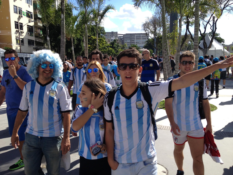 Mais de 100 mil argentinos foram ao Rio de Janeiro para assistir a final da Copa do Mundo.