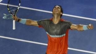 Rafael Nadal comemora sua classificação às oitavas de final do Aberto da Austrália, neste sábado 18 de janeiro de 2014.