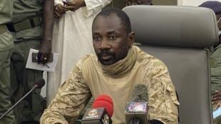 le-colonel-assimi-goita-qui-se-presente-comme-le-president-du-comite-national-pour-le-salut-du-peuple-s-exprime-lors-d-une-conference-de-presse-au-ministere-malien-de-la-defense-le-19-aout-2020_6271988