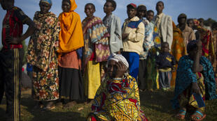 Fila para votar na aldeia de Buye, esta terça-feira na província de Ngozi
