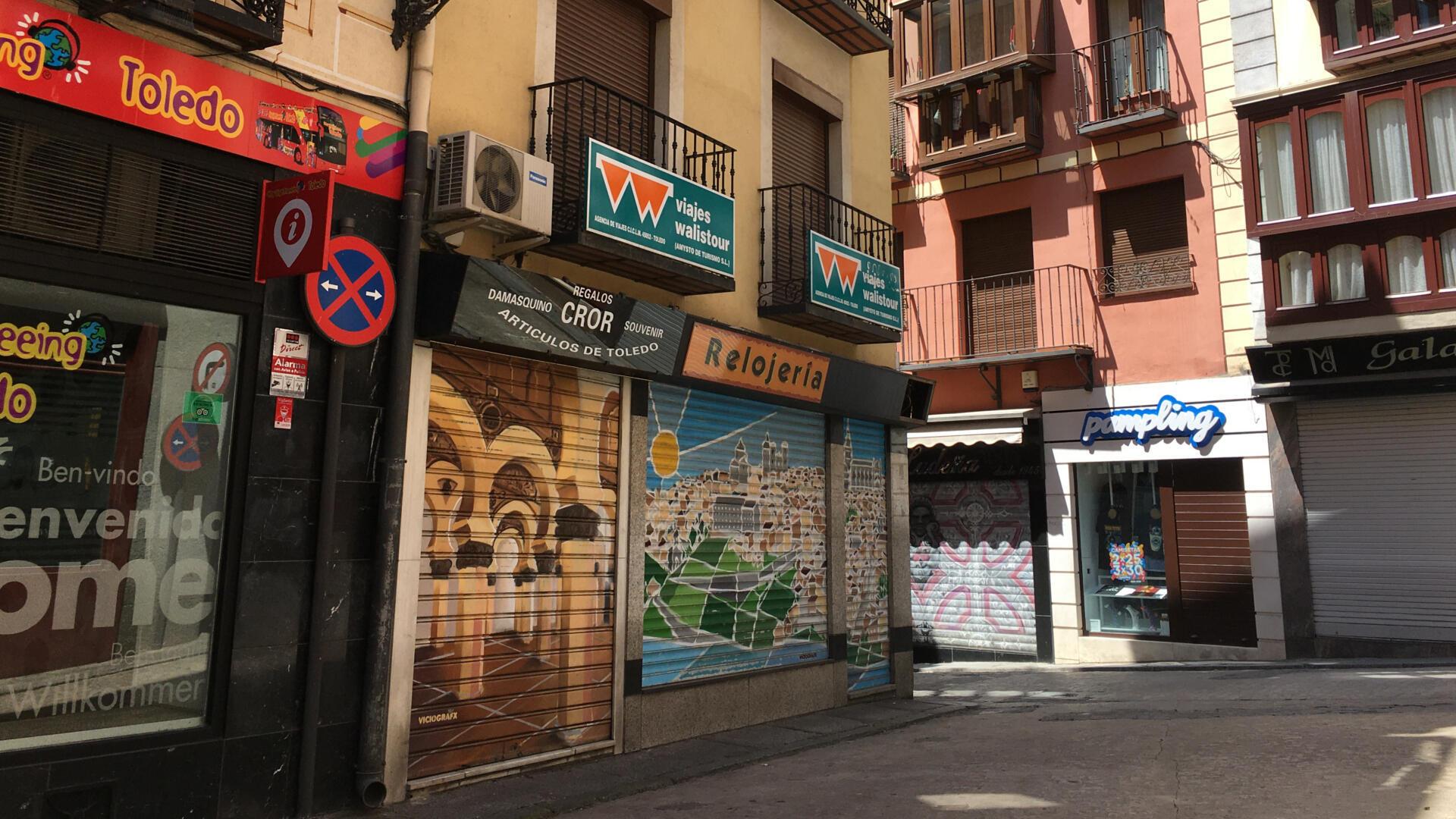 Les magasins de Tolède qui étaient fermés rouvrent progressivement depuis lundi 18 mai, mais sans touriste pour l'instant, une inquiétude pour une des villes les plus visitées d'Espagne.