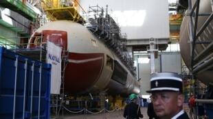 នាវាមុជទឹកបាតសមុទ្រ 'Suffren' ប្រភេទ Barracuda តាំងបង្ហាញនៅការដ្ឋានសាងសង់ Naval Groupe។ ថ្ងៃទី៩ កក្កដា ២០១៩