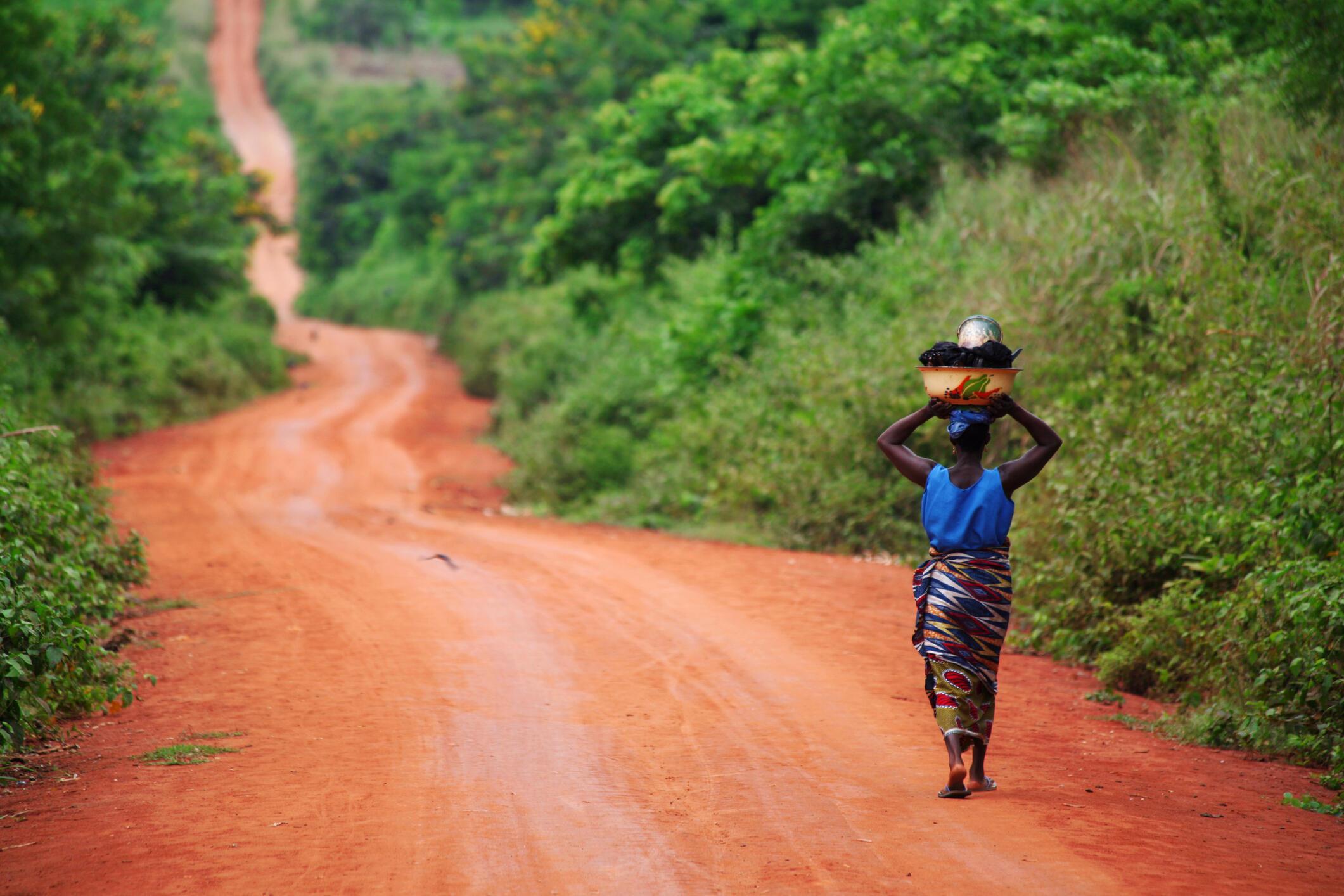 Le code foncier et domanial garantit aux femmes un accès égalitaire au foncier.