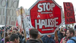 En 2012 à Montréal, professeurs et étudiants protestaient contre une hausse des frais de scolarité.