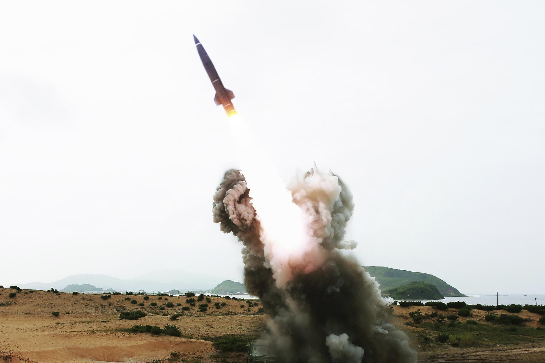 Bắc Triều Tiên đã bắn thử tên lửa chiến thuật ngày 14/08/2014. Ảnh công bố ngày 15/08.