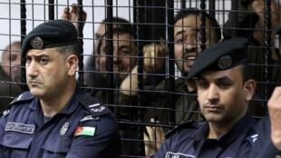 Quelques prévénus jugés coupables de rapport avec l'attaque terroriste de Karak, en décembre 2016, en Jordanie. Ici lors de leur jugement, le 13 novembre 2018.