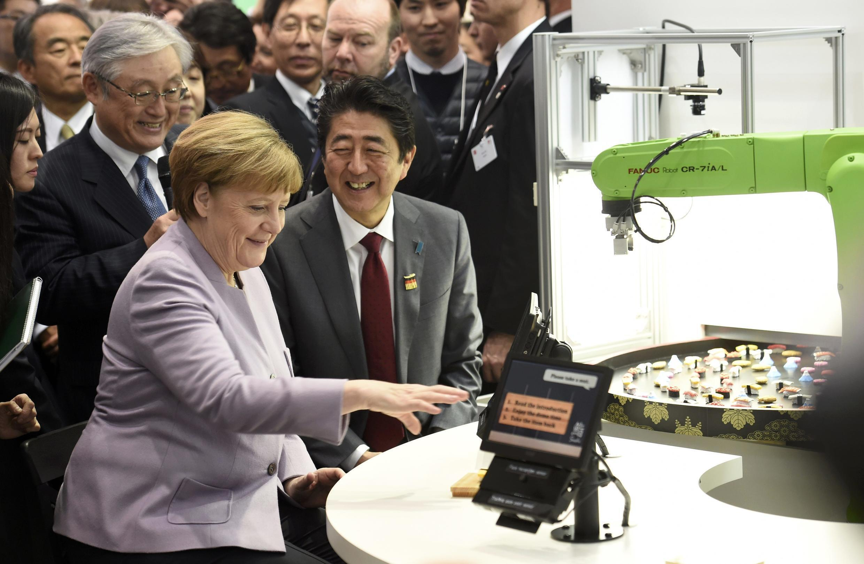 نخست وزیر ژاپن و صدراعظم آلمان در نمایشگاه کامپیوتر هانوفر
