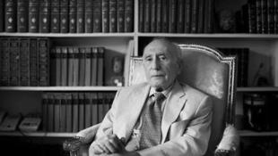 احسان یارشاطر، بنیانگذار مرکز ایرانشناسی درآمریکا و مدیر تدوین دانشنامه ایرانیکا در سن ۹۸ سالگی در کالیفرنیا در گذشت.